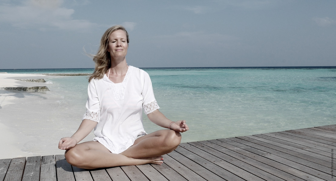 glücklich werden frau meditiert