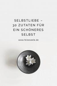 Selbstliebe stärken Blumen in einer Schale